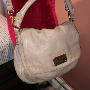 Marc Jacobs beautiful shoulder/cross body purse.